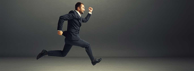 Bestellung zum Steuerberater - Mann rennt im Anzug