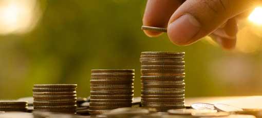 Steuerberater Finanzierung - Treppe aus Geldmünzen